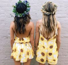 Flower crowns for besties! Matching crowns, matching outfits and matching hair! Flower Crown Hairstyle, Crown Hairstyles, Queen Shop, Mellow Yellow, Boho Outfits, Playing Dress Up, Dress Me Up, Fashion Boutique, Boho Fashion
