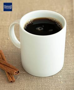 Make your next cup of coffee a Cinnamon-Spiced Coffee. With a hint of warm cinnamon, this coffee-shop favourite will perk up your day. Coffee Drinks, Coffee Cups, Tapas, Café Restaurant, Pause Café, Healthy Living Recipes, Spiced Coffee, Cinnamon Spice, What To Cook