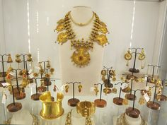 Shopping in Jaipur - Handmade indian jewelry.