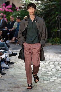 Hermès Spring 2019 Menswear Fashion Show Collection: See the complete Hermès Spring 2019 Menswear collection. Look 32