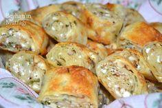 Değişik börek çeşitleri Greek Cooking, Cooking Time, Beignets, Good Food, Yummy Food, Bread And Pastries, Turkish Recipes, I Foods, Baking Recipes