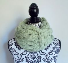 Sciarpa infinity arm knitting - col. verde di Armonieinlilla su Etsy