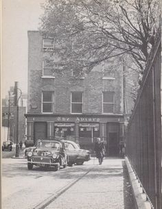 Canon Street, Dublin This was once Dublin's shortest street. Ireland Pictures, Old Pictures, Old Photos, Irish People, Photo Engraving, Dublin City, Dublin Ireland, Historical Photos, Buildings