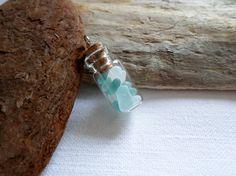 Flacon pendentif rempli de minuscule verre de mer à par BIRBILI3