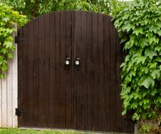 How to Easily Stain a Wooden Garden Gate, Furniture or Outdoor Decor Using a HomeRight Super Finish Max Paint Sprayert Old Garden Gates, Old Gates, Tree Stump Planter, Planter Boxes, Outdoor Chairs, Outdoor Decor, Outdoor Living, Modern Planters, Dark Walnut Stain