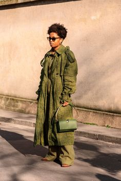 The Street Style At Paris Fashion Week Is Making Us Rethink Our Closet +#refinery29 St Style, Girls Suit, Autumn Street Style, Croissant, Autumn Winter Fashion, Winter Style, Everyday Fashion, Paris Fashion, Winter Jackets
