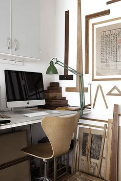 Love the green lamp and wooden tools/boxes