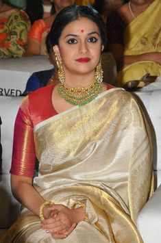 Keerthy Suresh nadigayar thilagam old saree Keerthy Suresh Saree HD Photos Saree Blouse Neck Designs, Fancy Blouse Designs, Bridal Blouse Designs, Blouse Patterns, Bridal Sarees South Indian, Indian Bridal Fashion, Indian Sarees, Saree Accessories, Sari Bluse