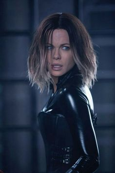 kate beckinsale haircut in underworld blood wars Underworld Kate Beckinsale, Kate Beckinsale Hair, Underworld Selene, Underworld Movies, Underworld Trilogy, British Costume, Mode Latex, Kino Film, Actrices Hollywood