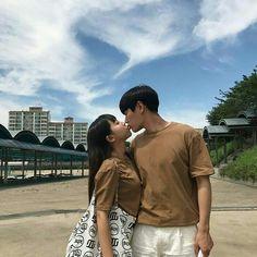 Couple cute Picture Outfits, Couple Outfits, Couple Picture Poses, Couple Pictures, Fall In Luv, Asian Love, Disney Princes, Korean Couple, Ulzzang Couple