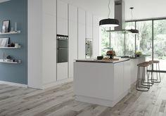 White kitchen ideas: 17 classic designs that will never date Kitchen On A Budget, Open Plan Kitchen, Kitchen Ideas, Latest Kitchen Designs, White Appliances, All White Kitchen, Kitchen Wallpaper, New Kitchen Cabinets, Bespoke Kitchens