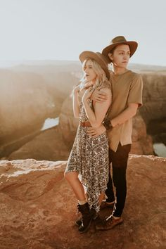 Engagement Photography Jaw-Dropping Destination Engagement Session at Horseshoe Bend - These destination engagement photos features stunning Arizona landscapes, trendy outfits, and so much newly-engaged love. Engagement Photo Poses, Engagement Outfits, Engagement Photo Inspiration, Engagement Couple, Engagement Pictures, Engagement Photography, Lesbian Engagement Photos, Country Engagement, Fall Engagement