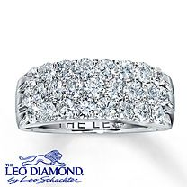 Gorgeous!! <3 Perfect wedding day band for the right hand!