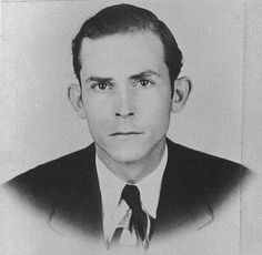 Rare photo of Hank Williams sans the cowboy hat.