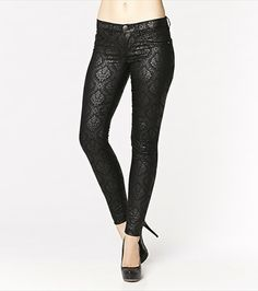 With an elegant and subtle damask print, these jeggings will totally turn heads! Pair them with one of our soft blouses. I Love Fashion, Fashion Beauty, Womens Fashion, Holiday Fashion, Autumn Fashion, Fall Looks, Jeggings, Damask, Style Me