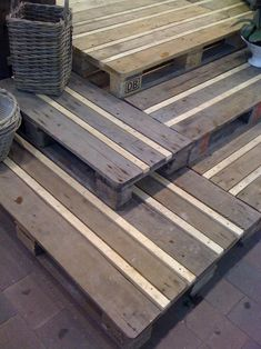 Pallet floor: Like how the strips were placed between the pallet wood. Interesting design as well as eliminating the cracks between boards. Would make a cool step down from a deck or patio area.