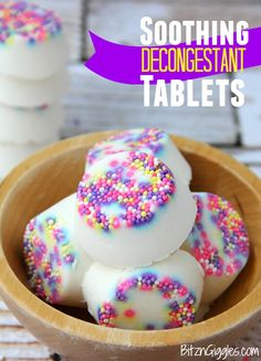 Soothing Decongestant Tablets Decongestant Tablets - Place one of these tablets in your shower to help clear your sinuses in the morning when you're congested! Homemade Beauty, Homemade Gifts, Diy Beauty, Cold Remedies, Natural Remedies, Diy Para A Casa, Decongestant, Home Made Soap, Bath Salts
