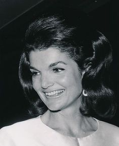 "The Kennedy Family: """"I think Jackie was recognized and loved around the world for the same reasons why America really appreciated having her as First Lady. Jacqueline Kennedy Onassis, Estilo Jackie Kennedy, Les Kennedy, Jaqueline Kennedy, John Kennedy Jr, Olivia Palermo, Victoria Beckham, Familia Kennedy, Lovely Smile"