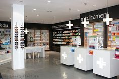 Pharmacy in Sant Carles de la Ràpita by mesquearquitectura Cosmetic Display, Cosmetic Shop, Retail Store Design, Retail Shop, Pharmacy Store, Drug Store, Store Layout, Clinic Design, Mobile Shop