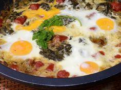 Receta | Cazuela de grelos con huevos y chistorra - canalcocina.es