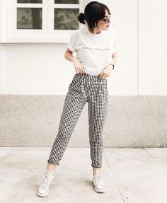 Cómo lograr que outfits comunes y corrientes te hagan sobresalir del resto Mode Outfits, Skirt Outfits, Fashion Outfits, Womens Fashion, Fashion Trends, Trendy Fashion, Korean Fashion Work, Punk Fashion, Pants Outfit