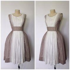 Vintage 1950s Dress  50s Dress  Light Brown by OhMyGatoVintage Retro Outfits, Vintage Outfits, Vintage Fashion, Vintage Style, Full Skirt Dress, Vintage 1950s Dresses, Ladies Dress Design, Dream Dress, Pretty Dresses