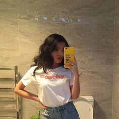 Normal or mirror selfies?