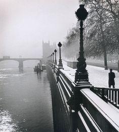 Wolf Suschitzky, Embankment, London, 1947