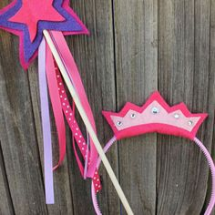 Made these for Bailee's princess party.  EXTREMELY easy and so cute!  Dowel rods like this are CHEAP in a big pack and felt is only 23 to 25 cents a sheet!