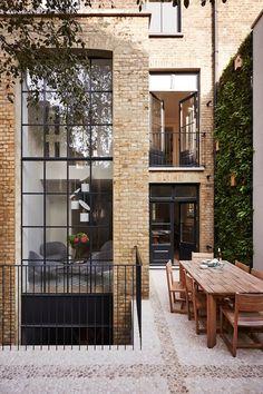 Town house - Bricks - Bay windows
