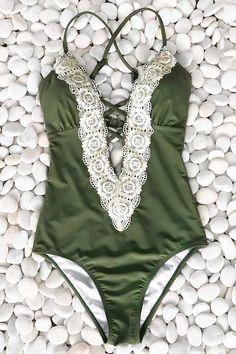 Cupshe Ladies Vintage Lace Bikini Set