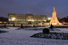 Buckingham Palace in London captured after snowfall from the previous day at twilight.