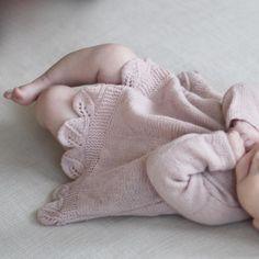 | b l a d t u n i k a | Jeg har testrikket denne tunikaen for @knittingforolive og har blitt helt forelsket i den! #knittingforolivesmerino #jentestrikk #strikkedilla #babystrikk #knitforgirl #knitstagram #knittingforolive #bladtunika #teststrikk #strikketunika #strikkemamma #knitforbaby #babystrikk #bladmønster #jentebaby