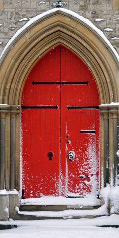 Red Door • photo: Nick Webb on Flickr ☛ http://www.flickr.com/photos/nickwebb/3248230526/
