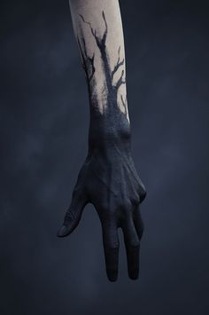 BODY PAINT Scribes hands but changed to gold would acompany golden runes on the body model is dark skinned for EG # Ink Aesthetic harry dunkerley uploaded by alexielle🥀 on We Heart It Les Runes, Black Tattoos, Dark Art, Dark Fantasy Art, Oeuvre D'art, Les Oeuvres, Character Inspiration, Fashion Inspiration, Story Inspiration