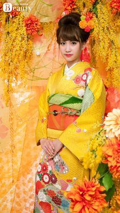 AKB48 member Mariya Nagao looks lovely in floral kimono