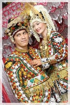 Indonesian Culture, Ethnic and People Traditional Wedding Dresses, Traditional Outfits, Traditional Weddings, Foto Wedding, Wedding Photos, Wedding Couples, Wedding Ideas, Indonesian Wedding, Wedding Costumes
