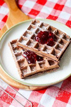 Gofry czekoladowe – prosty i szybki przepis Waffles, Sweets, Breakfast, Lunch, Recipes, Food, Cakes, Morning Coffee, Gummi Candy