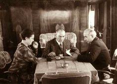 22 Eylül 1935 Atatürk, İstanbul'a giderken trende Iİsmet İnönü ve Afet İnan'la