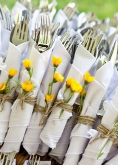 wedding napkins flowers