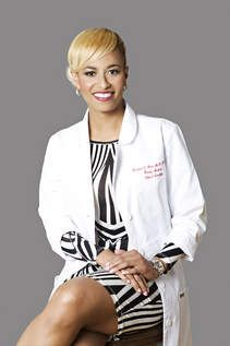 "Rachael L. Ross is now a doctor on television as one of the new co-hosts of the nationally syndicated medical talk show, ""The Doctors."" Ross, who comes from a family of doctors — dad is Dr. David Ross, brother is Dr. Doctors, Brother, Sisters, David, Medical, News, Coat, Beauty, Fashion"