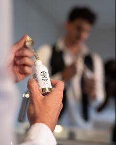 Ícone de desejo sim ou com certeza?  Nosso oil é orgânico - composto com óleos naturais promovendo assim uma profunda hidratação, deixando sua barba macia, sedosa e cheirosa.  A sua barba merece essas gotinhas mágicas! Brazilian Keratin, Natural, Sim, Hair Care, Instagram, Natural Oils, Wish, Hair Makeup, Nature