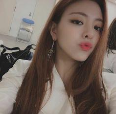 Image about kpop in ITZY by love poem ♡ on We Heart It Kpop Girl Groups, Kpop Girls, Gfriend Sowon, New Girl, Girl Crushes, Korean Girl, Korean Star, Fandom, Wattpad