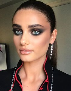 Taylor Hill gorgeous smokey eye makeup look for the Met Gala. #MetGala #Met #MetGala2018 #MetBall