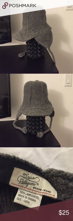 AUTHENTIC True Religion wool beanie Winter is around the corner, 100% authentic True Religion beanie with keep your head and ears warm. Never worn! True Religion Accessories Hats