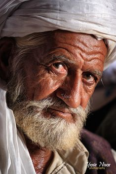 Old Man Portrait, Foto Portrait, Old Portraits, Portrait Photography, We Are The World, People Around The World, Expos Paris, Old Man Face, Old Faces