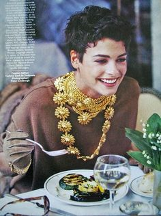 """A very different and young linda evangelista:   Vogue US sep 89""""Camel's back"""" ph. by Peter Lindbergh"""