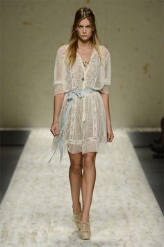 A collection of ready-to-wear dress Blugirl S-S 2013  http://50fashion.com/a-collection-of-ready-to-wear-dress-blugirl-s-s-2013