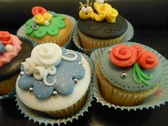 http://www.easy-cake-decorating.com/cupcakes.html