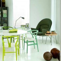 Casinha colorida: Hans Wegner e as cadeiras Wishbone